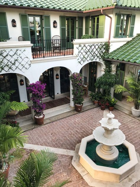 An Island Enclave in Palm Beach – House Design Hacienda Style Homes, Spanish Style Homes, Spanish Revival, Spanish House, Spanish Tile Roof, Boho Glam Home, Green Shutters, Casas The Sims 4, Courtyard House