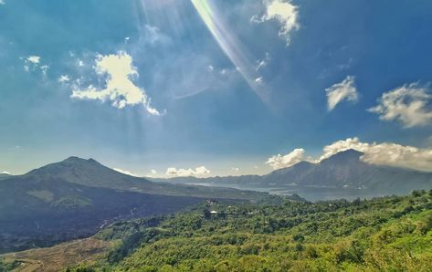 Mount Batur, Bali. . #travel #travelblogger #travelphotography #travelgram #travelling #traveler #traveltheworld #instagram #insta #instapic #instagood #instasize #instagramers #world #worldtraveler #photographer #photography #photooftheday #travelphotography #photo #photos #photogrid #seetheworld #camera #picoftheday #planet #asia  #scenic #view #bali
