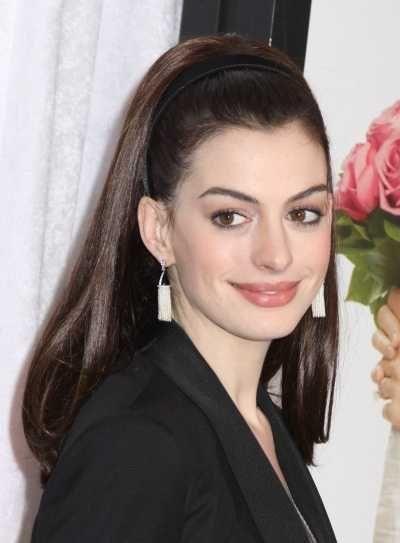 Anne Hathaways long headband hairstyle
