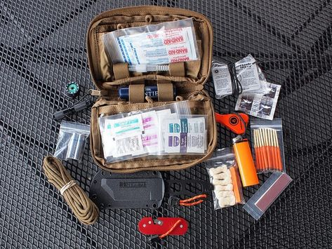 Want to build an EDC kit for urban survival? Check out these pictures and gear lists of EDC kits used by real people. Survival Items, Survival Supplies, Survival Equipment, Survival Food, Camping Survival, Outdoor Survival, Survival Prepping, Survival Skills, Camping Gear
