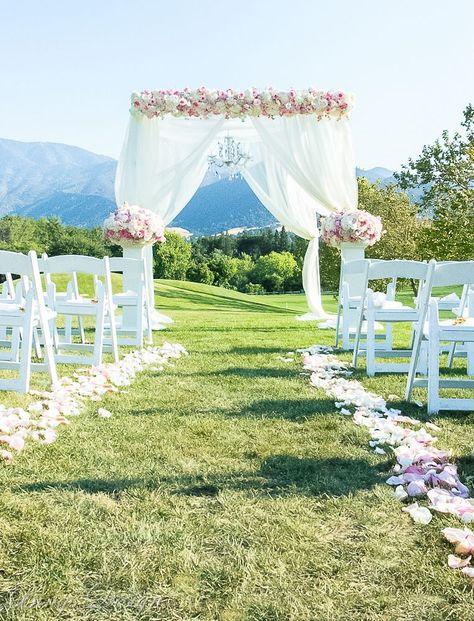 A Classic Design Wedding Canopy. . #Wedding-Design #Rentals #Floral #Photo : @BingsDesign #Venue : @oakhurstccevents . #outdoorwedding #outdoorceremony #weddingchandelier #weddingflowers #countryclubwedding #bayareaweddings #bayareaweddingflorist #weddingflowergarland #bayareawedding #weddingideas #canopyideas #weddingrosepetals #weddingcanopy #weddingstagedesign