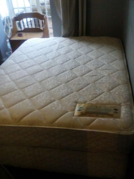 Queen Size Bed For Salethe Bed Is In A Very Good Condign You Can Phone Or Whatsapp Me On 0737862187 Bed Base Queen Size Bedding Side Bed
