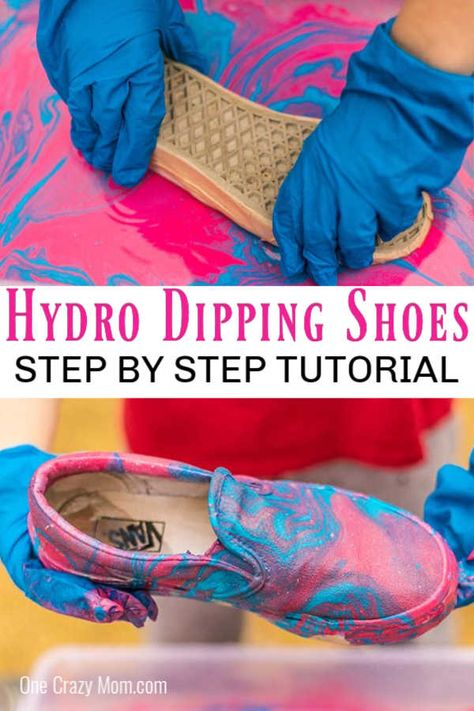 Today we are going to show you how to hydro dip shoes! It is super easy and turns out with a gorgeous design. Dip Dye Shoes, How To Dye Shoes, Spray Paint Shoes, Diy Spray Paint, White Canvas Shoes, Painted Canvas Shoes, Hydrodipping Diy, Diy Hydro Dipping, Paint Dipping