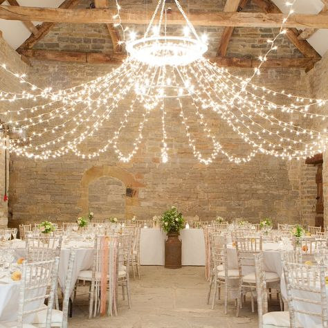 If you are a Rustic Romance kind of boy and girl then look no further than the beautifully stylishAlmonry Barn, set in picturesque Somerset surroundings. Almonry Barnretains plenty of historical soul but offers a modern twist, rustic elegance and striking architectural design throughout.