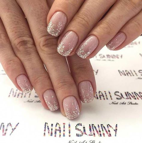 43 Beautiful Prom Nails for Your Big Night : Elegant Silver Glitter Ombre Nails