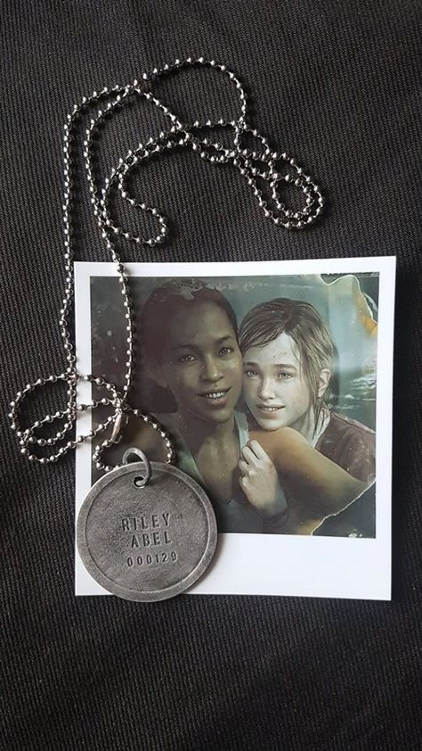 The last of Us - Left Behind Abel Riley's Firefly Dogtag & Ellie Polaroid