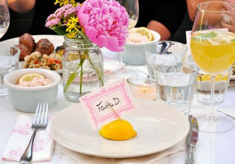 lovely and simple place settings- LOVE it and it's affordable!