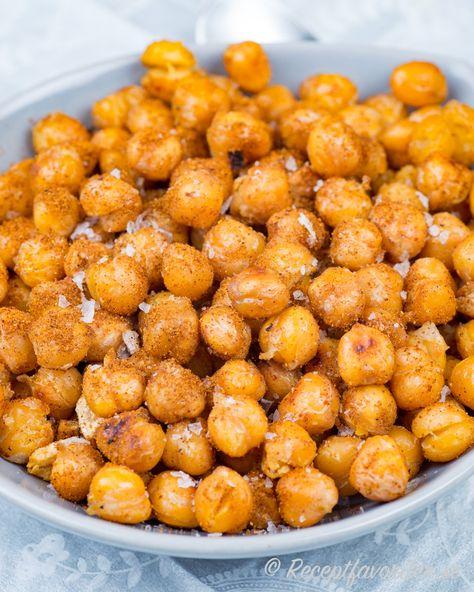 Rostade kikärter eller kikärtor med flingsalt. Vidare kan du krydda upp dem med vitlök och paprika om du vill.