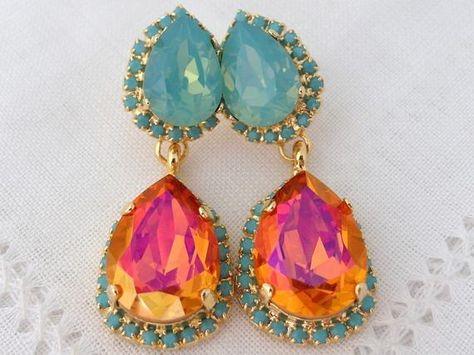 #jewelry #earrings #chandelierearrings #bridesmaidgift #swarovskiearrings #chandelierearrings #statementearrings #dangleearrings #dropearrings #crystalearrings #rhinestoneearrings #bridalwedding #orangepink #orangeturquoise #mintopal