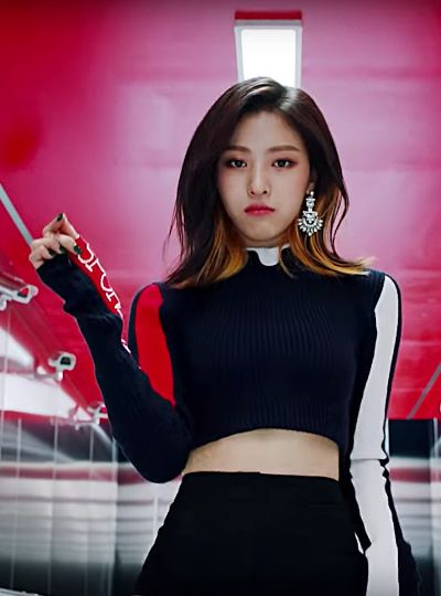 Ryujin S Fashion In Itzy S Dalla Dalla Mv Fashion Kpop