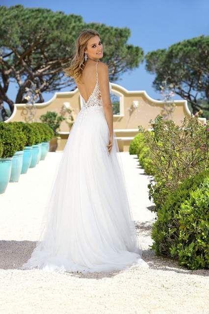 Ruckenansicht Rucken Optik Ruckenausschnitt Brautkleid Hochzeitskleid Wedding Wedding Ideas Kleid Hochzeit Zeitlose Brautkleider Einzigartiger Brautkleid