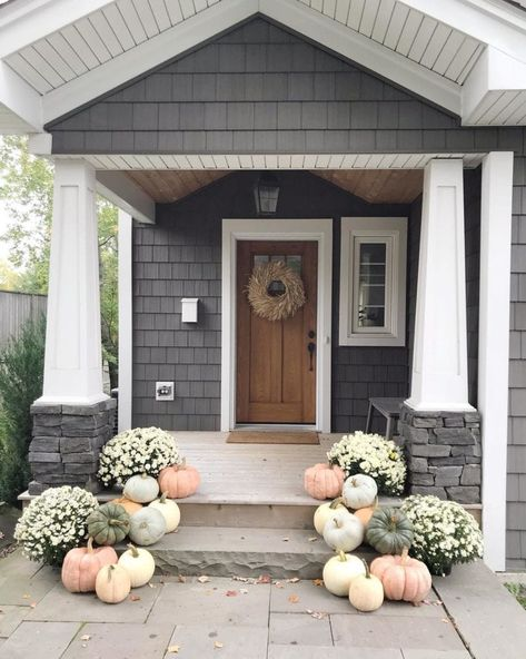80 Elegant Ways to Decorate for Fall - The Glam Pad Fall Thanksgiving Halloween Autumn Decorating ideas outdoor front door interior design tablescapes table settings pumpkins flowers Autumn Decorating, Porch Decorating, Decorating Ideas, Fall Home Decor, Autumn Home, Fall Decor Outdoor, Front Door Decor, Front Porch Fall Decor, Front Porch Makeover