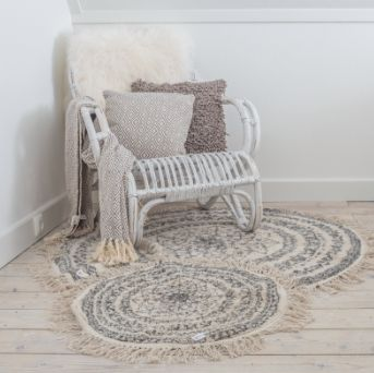 Lounge Stoel Met Kussen.White Rotan Lounge Chair Carpets Cushions Sheep Skin Withe