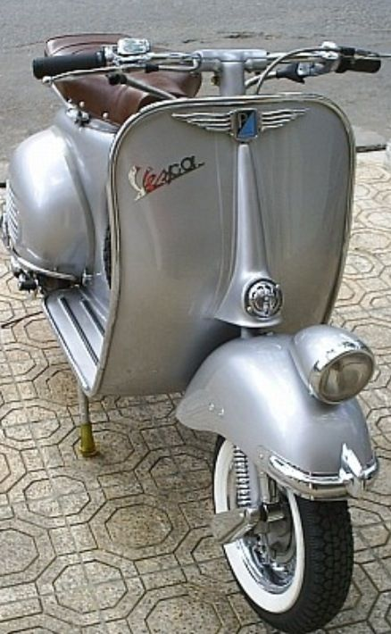 What better way to breeze around the Windy City than on a Silver Vespa.
