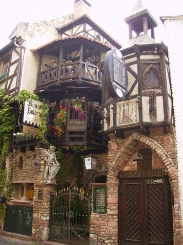 Near my house, going here :) Sachsenhausen, Germany - This is one of the coolest pubs I've ever been to! Beautiful World, Beautiful Places, Frankfurt Germany, Munich, Storybook Cottage, Voyage Europe, Beautiful Buildings, Germany Travel, Belle Photo