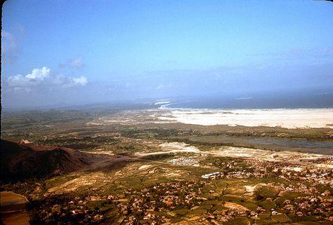 https://flic.kr/p/6KaPL8 | Vietnam 1967 | Along the coast near Phu Heip