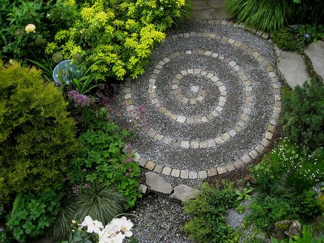 I really like this design - gravel, pavers and plants all come together perfectly.