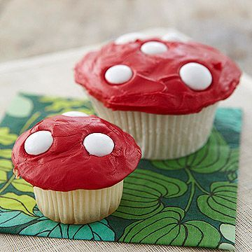 Toadstool cupcakes -- cute for Aria's Alice in Wonderland party! Toadstool cupcakes — cute for Aria's Alice in Wonderland party! Fairy Tea Parties, Alice Tea Party, Tea Party For Kids, Winter Tea Party, Mad Tea Parties, Summer Parties, Mad Hatter Party, Mad Hatter Tea, Fairy Birthday Party