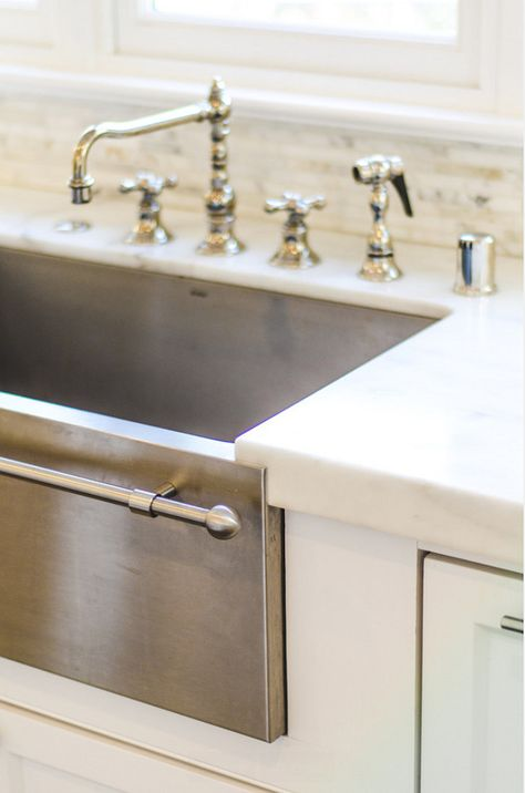 Apron stainless steel kitchen sink with towel bar. Stainless Steel Famrhouse Sink. #ApronstainlesssteelSink #StainlessSteelFamrhouseSink Evars and Anderson Interior Design.