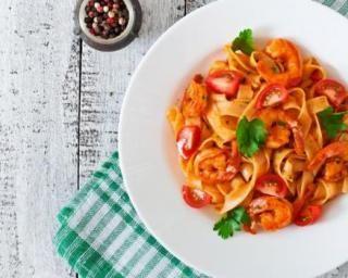 Tagliatelles aux tomates cerises et crevettes épicées : http://www.fourchette-et-bikini.fr/recettes/recettes-minceur/tagliatelles-aux-tomates-cerises-et-crevettes-epicees.html