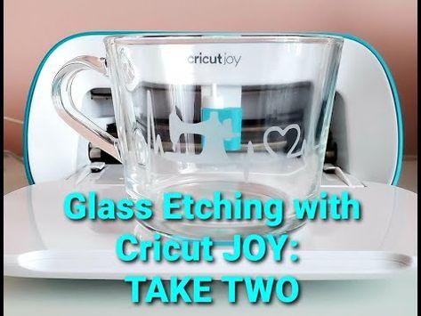 Diy Arts And Crafts, Fun Crafts, Cricut Christmas Ideas, Cricut Craft Room, Crafty Craft, Crafting, Vinyl Gifts, Cricut Tutorials, Crafts