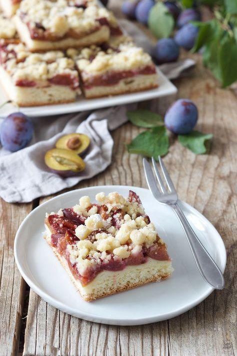 Zwetschkenfleck (Zwetschgendatschi) Rezept - Zwetschkenkuchen aus Hefeteig und Streusel vom Blech - schnell und einfach zu machen. // plum cake with yeast dough and crumbles on top. // Sweets & Lifestyle®️️ #zwetschgendatschi #zwetschkendatschi #zwetschgenfleck #zwetschkenfleck #zwetschgenkuchen #hefeteig #rezept #butterstreusel #plumcake #cake #baking #yeastdough #recipe #sweetsandlifestyle