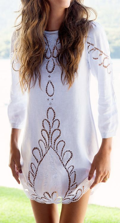 Lace linen dress, paired with some cowgirl boots = adorableee