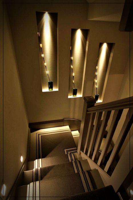Hoy En Mundo Fachadas Te Compartimos Paredes Decoradas Con Piedra E Iluminacion Indirecta No Te Lo Pi Staircase Lighting Ideas Stairs Design Stairway Lighting