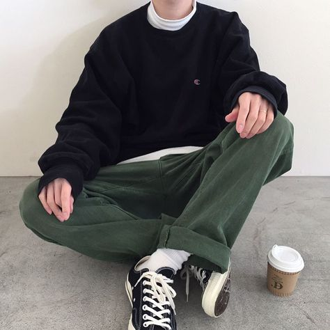 mens fashion trends that is awesome. Retro Outfits, Boy Outfits, Vintage Outfits, Casual Outfits, Soft Grunge Outfits, Skater Outfits, Aesthetic Fashion, Aesthetic Clothes, Urban Aesthetic