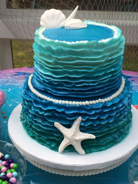 We are in love with this Little Mermaid Ombre Cake. We can't wait to use this for our next mermaid party (Mermaid Cake)