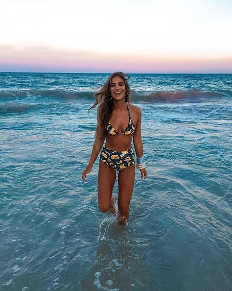 Romantic Beach Photos, Beautiful Beach Pictures, Beautiful Beaches, Beach Pink, Floral Bikini Set, Bikini Poses, Beach Aesthetic, Bikinis, Tropical Beaches