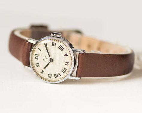 Small lady's watch made by Minsk Watch Factory. This watch