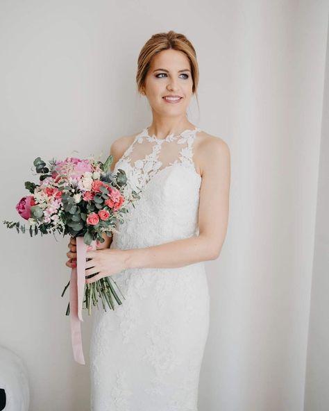 Sorpresa💕 la bonita de @nuria_sd ya tiene sus fotos de la boda pero todavía no lo sabe🤫🤫🤫 •👗 @rosa_clara • 💐 @miss_cereza  #bride #novia #wedding #fotografosvalladolid #weddingdress #weddingphotography #fotografosbarcelona #barcelona #ramodenovia