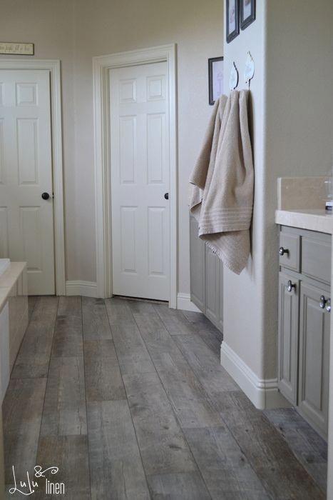 Natural Timber Ash Porcelain Floor Tile At Lowes Bathroomtilefloorneutralblackwhite Flooring Porcelain Flooring Kitchen Flooring