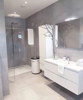 Badezimmer Design Ideen Grau #kleinesbad #badezimmerfliesen ...