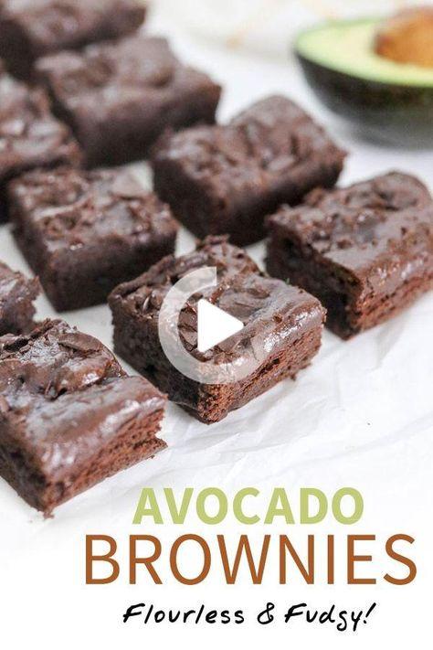 Diese Avocado Brownies sind reich  fudgy und machte gesünder durch Avocado anstelle von Butter oder Öl. Sie sind von Natur aus glutenfrei und milchfrei! #gesunderezepte