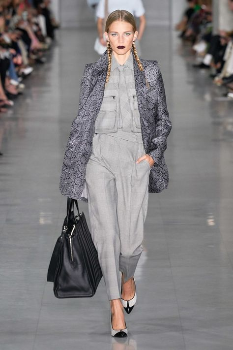 Max Mara Spring 2020 Ready-to-Wear collection, runway looks, beauty, models, and reviews.