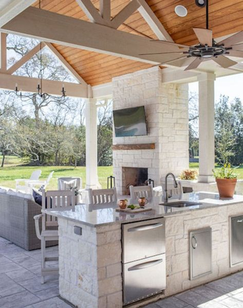 Home Decoration Ideas For Party Outdoor kitchen designs we love! Decoration Ideas For Party Outdoor kitchen designs we love! Outdoor Kitchen Patio, Outdoor Kitchen Design, Outdoor Rooms, Covered Outdoor Kitchens, Outdoor Patios, Rustic Outdoor Kitchens, Outdoor Bars, Party Outdoor, Back Patio Kitchen Ideas