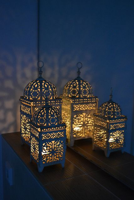 These candle lanterns are sooo gorgeous! I want some like these!