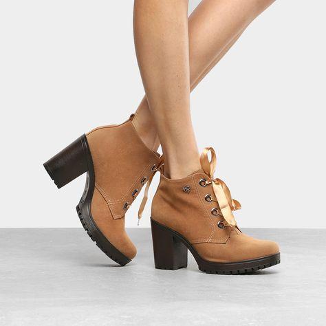ec9e8946a Compre Bota Couro Cano Baixo Dumond Salto Bloco Feminina Caramelo na  Zattini a nova loja de moda online da Netshoes. Encontre Sapatos, Sandáli…