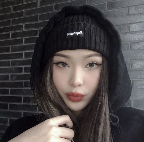 Discover recipes, home ideas, style inspiration and other ideas to try. Korean Beauty Girls, Pretty Korean Girls, Cute Korean Girl, Asian Beauty, Asian Makeup Natural, Cute Asian Girls, Beautiful Asian Girls, Korean Aesthetic, Aesthetic Girl