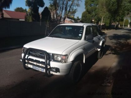 Price And Specification Of Toyota Hilux 3 0d 4d 4x4 Raider For