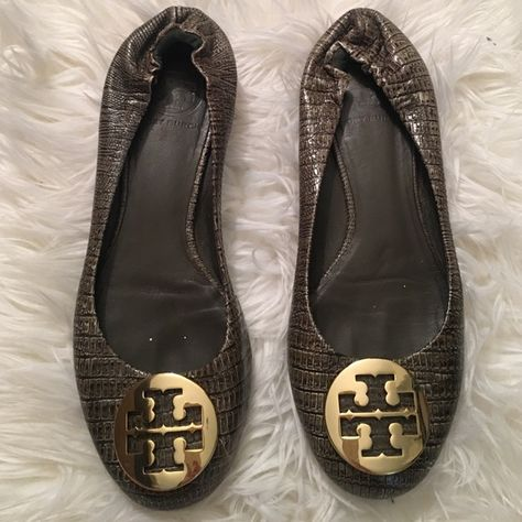 46e4536c7366 Shop Women s Tory Burch Green Gold size 7.5 Flats   Loafers at a discounted  price at Poshmark. Description  Tory Burch reva ballet flat.