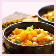 Karotten versorgen Dich und Dein Ungeborenes mit Beta-Karotin. Mit leckerem Kürbis kannst Du leicht ein Curry zubereiten.