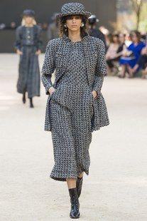 Chanel Parigi - Haute Couture Fall Winter - Shows - Vogue.
