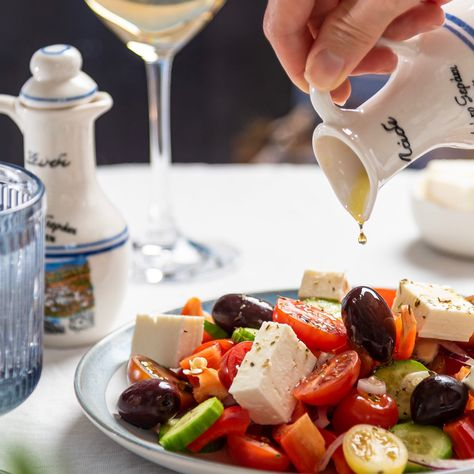 A melhor hora do dia: #emcasa , você pega sua garrafa de Dom Jordão, prepara seu prato favorito, e curte o seu momento, seja sozinho ou em família! DOM JORDÃO a sua escolha #vinho #prato #azeite #momento #curtiravida #wine Beba com moderação 🔞 Não compartilhe com menores de 18 anos 🍷 Vinho é saúde!