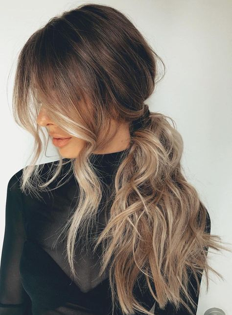 From the perky high ponytail to the trusty low ponytail to the ever-stylish braided ponytail, cute ponytail hairstyles are a dime a dozen. Find inspiration in these gorgeous and doable ponytail hairstyles. Side Ponytail Hairstyles, Pretty Hairstyles, Ponytail Ideas, Side Ponytails, Messy Ponytail, Wedding Ponytail, Summer Hairstyles, Perfect Ponytail, Classy Hairstyles