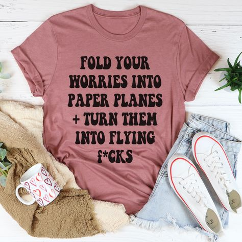 Paper Planes Tee #momstyle #fashionista #workfromhomemom #momstyleblogger #funnymoms #millennialmom #homeschoolmama #dailyparenting #whatiwear #affordablestyle