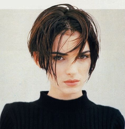 Winona Ryder and her hair are the trade marks of 90s girl! So chic