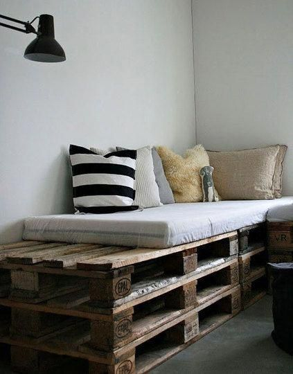 Several Wooden Pallets Become A Simple Daybed In 2020 Diy Daybed Diy Pallet Sofa Wood Pallet Bed Frame